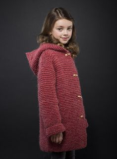 This garter stitch jacket is just perfect for your first attempt at knitting. The easy-knit pattern uses our FILOMECHE yarn wool - acrylic - polyamide) and a pair of 7 mm needles, and fastens with natural boxwood toggles. Kids Knitting Patterns, Knitting For Kids, Hooded Cardigan, Hooded Jacket, Victorian Coat, Stitch Witchery, Point Mousse, Knitting Wool, Jacket Pattern