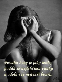 Povaha ženy je jako moře, poddá se nejlehčímu vánku a odolá i té nejtěžší bouři..