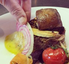Mille feuille de confit de canard aux pommes, foie gras poêlé, caviar aux cèpes et sa sauce gastriqueà l'orange : notre best-seller!  #mariage #wedding #canard #confit #légumes #vegetable #meal #miam #repas #yummy #castellumtraiteur #traiteur #Dordogne #perigord #reception