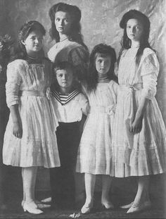 The Imperial Five in 1910. In front, left to right: Grand Duchess Marie, Czarevich Alexei, Grand Duchess Anastasia, and Grand Duchess Tatiana. Grand Duchess Olga standing behind. Love this portrait.