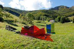 francesco-candeloro-ricostruzione-2010-taglio-laser-su-plexiglas-e-pietra-160x680x510-cm-arte-natura-poesia-morterone.jpeg (567×378)