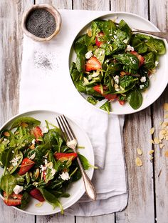 Strawberry Spinach Salad toasted almonds goat cheese a secret dressing. Spinach Strawberry Salad, Spinach Salad, I Love Food, Good Food, Clean Eating, Healthy Eating, Goat Cheese Salad, Healthy Salad Recipes, Yummy Recipes