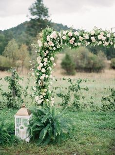 Photography : Rebecca Hollis Photography | Floral Design : Greenwood Events | Event Planning + Design : Greenwood Events Read More on SMP: http://www.stylemepretty.com/2016/03/04/classic-romantic-backyard-wedding-in-montana/