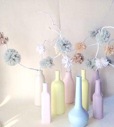Bottiglie di vetro rami secchi e fettuccia .... Più colore!!!!!
