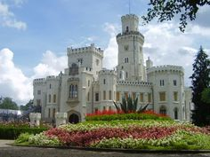 Hluboka Chateau, Beautiful and romantic chateau located in Southern Czech, Europe. http://getasword.com/blog/wp-content/uploads/2011/04/hluboka-nad-vltavou-czech-castles.jpg