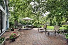 Huge brick patio with lounge chairs and dining area - now this is gorgeous!!!!