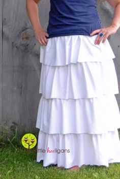 Just in case you missed this a few weeks ago over at Me Sew Crazy. Ruffled Maxi Skirt Tutorial (allow about 3 hours to complete) Materials Needed: yards of white cotton knit (medium weight or … Sewing Patterns Free, Free Sewing, Sewing Tutorials, Sewing Ideas, Dress Tutorials, Sewing Diy, Sewing Rooms, Diy Clothing, Sewing Clothes