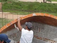 I never get tired of watching these dudes. ▶ Boveda catalana, (BRICK ROOF) construcción artesanal. - YouTube