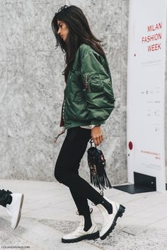 Bomber jacket outfit from Milan Fashion Week. Looks Style, Style Me, Style Star, Cool Bomber Jackets, Outfits Inspiration, Outfit Ideas, Style Inspiration, Fashion Gone Rouge, Mode Outfits