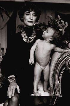 Loulou de la Falaise and daughter Anna in Paris, 1986. Photo: Alice Springs.