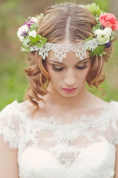 White, Black and Gold Wedding Make up. Floral crown with lace