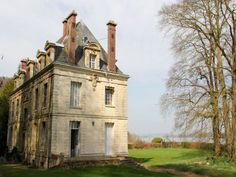 Specialists in marketing selected beautiful Chateau for sale, fine French properties, commercial and vineyard listings to buy throughout France. French Buildings, City Buildings, French Architecture, Classical Architecture, French Cottage, French Country House, French Property, English House, Chateaus