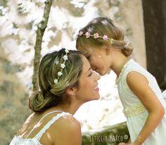 Corona de flores para bodas. Coronas de flores para niñas, coronas de flores infantiles / Bridal headband with flowers, flowers headbands for kids - hecho a mano en DaWanda.es