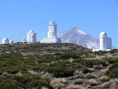El Observatorio de Izaña, pertenece al Instituto de Astrofísica de Canarias (IAC) y junto con el Observatorio del Roque de Los Muchachos forman el conjunto observacional del Observatorio Norte Europeo. Está localizado en el macizo de Izaña, a 2400 metros de altitud, en la isla de Tenerife. Está considerado por la comunidad científica internacional como uno de los observatorios más importantes del mundo.