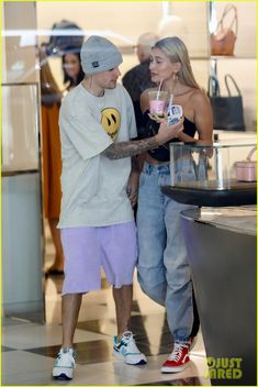 Justin & Hailey Bieber Shop Around Barneys New York in LA: Photo Justin and Hailey Bieber share a cute moment while out shopping at Barneys New York on Friday afternoon (August in Los Angeles. Estilo Hailey Baldwin, Hailey Baldwin Style, Justin Hailey, I Love Justin Bieber, Preppy Outfits, Fashion Outfits, Bae, Barneys New York, Comfortable Outfits