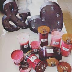 Collection rose de chez WoodWick. Bougies parfumées ELLIPSE, TRILOGY, GALLERIE et HOURGLASS. On les aime toutes!