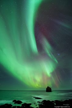 Aurora borealis in Iceland. Really want to see the Northern Lights Beautiful Sky, Beautiful World, The Places Youll Go, Places To See, Wonderful Places, Beautiful Places, Travel Around The World, Around The Worlds, Aurora Borealis