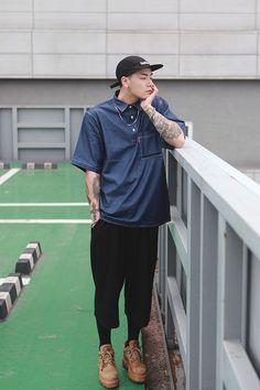 korean fashion trends which look trendy Asian Men Fashion, Korean Fashion Trends, Latest Mens Fashion, Unisex Fashion, Boy Fashion, Men Street, Street Wear, Mode Streetwear, Business Casual Men