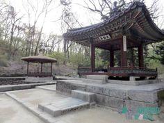Cheonguijeong und Taegeukjeong in der Ongnyucheon Area im Secret Garden vom Changdeokgung Palace, Seoul