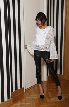 Tini Stoessel, belleza, dulzura. Style Casual, Casual Looks, My Style, Jess And Gabe, Outfit Vestidos, Celebrity Singers, Sexy, Celebs, Celebrities