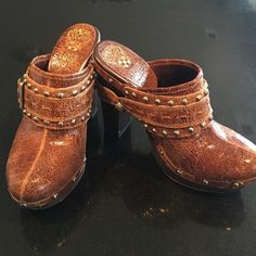 "Vince Camuto clogs Vince Camuto closed toe clogs.  Wooden sole.  5"" heel. Vince Camuto Shoes Mules & Clogs"
