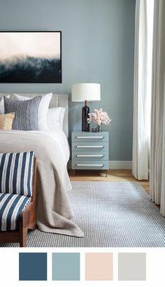 nuancier bleu et combinaisons du bleu et du rose dans une chambre d'adulte avec un grand tableau en noir blanc et gris au dessus du lit