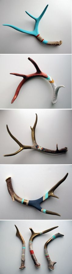 Cool Jewelry Hooks, Antler Jewelry, Deer Skulls, Deer Horns, Skull Painting, Antler Crafts, Antler Art, Painting Patterns On Walls, Antler Decorations