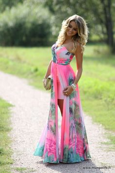 Such a pretty dress. I love the color, the style, the print, and the skirt.