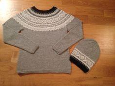 Marius genser og lue strikket på bestilling av min kusine, strikket i Alpakka fra Sandnesgarn.