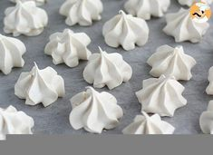 Petite Meringue, How To Make Meringue, Mini Meringues, Homemade Chicken Nuggets, Pastel Candy, Biscotti Cookies, Number Cakes, Weird Food, Portuguese Recipes