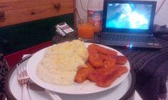Fischstaebchen mit Kartoffelpuree und ein Glas Multivitamsaft, thanx God it's Friday :-)