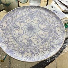 Agora é só ir pro forno ☺️! Bom domingo pra vocês! #ceramica #cerâmica #ceramic #ceramics #art #arte #artist #artista #decoracao #decoração #decoration #pintura #pinturaamao #handmade #lilianacastilho