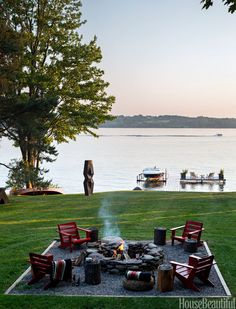 50 Patio and Outdoor Room Design Ideas and Photos FIRE PIT A fire pit, a dock, and a Gerald DiGiusto steel sculpture come together in designer Thom Filicia's yard at his rustic but sophisticated upstate New York lake house. Outdoor Rooms, Outdoor Living, Outdoor Fire, Lakeside Living, Outdoor Chairs, New England Decor, New England Style, New England Homes, Haus Am See
