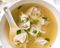 Soupe Wonton comme au restaurant – Recettes – Ma Fourchette – Apocalypse Now And Then Wonton Recipes, Soup Recipes, Cooking Recipes, Rice Recipes, Dinner Recipes, Authentic Chinese Wonton Soup Recipe, Asian Recipes, Healthy Recipes, Ethnic Recipes