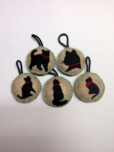 Felt Silhouette Pet Ornaments::Use photos of your pets to make silhouettes. Cut out and trace around on felt. Cut out felt images. Felt Christmas Ornaments, Christmas Crafts, Felted Wool Crafts, Felt Cat, Felt Fabric, Animal Crafts, Wool Felt, Arts And Crafts, Quilling