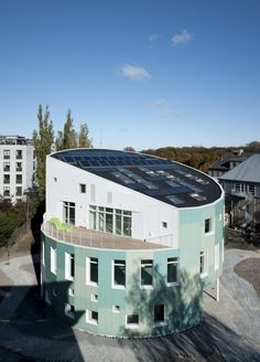Green Lighthouse is Denmark's first CO2 neutral public building and home to the Faculty of Science at the University of Copenhagen. The building's circular shape and the adjustable louvers of the façade mirror the course of the sun.