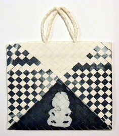 Vanessa Edwards – Kura Gallery: Maori and New Zealand Art + Design. Flax Weaving, New Zealand Art, Maori Art, Auckland, Fiber Art, Printmaking, Louis Vuitton Damier, Art Prints, Luau