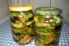 Vinete si dovlecei cu usturoi pentru iarna Canning Pickles, Pickling Cucumbers, Preserving Food, Preserves, Celery, Zucchini, Good Food, Food And Drink, Cooking Recipes