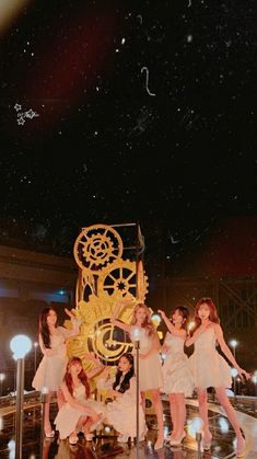 Girl Wallpaper, Mobile Wallpaper, Sinb Gfriend, Cloud Dancer, Summer Rain, G Friend, Designer Wallpaper, Korean Girl Groups, Kpop Girls