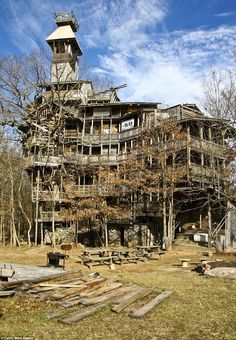 A 10,000 sq. ft. treehouse! Supported by only 6 trees.