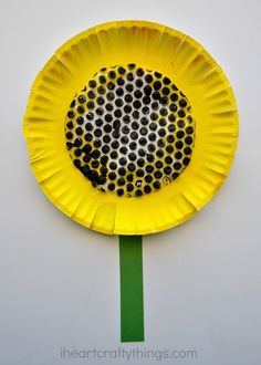 Fun Paper Plate Sunflower Craft for Kids, perfect for a summer craft.