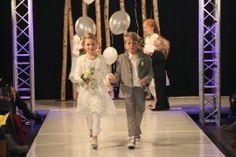 Bij De Bruidshoek in Leiden hebben ze ook een prachtige collectie bruidsmode voor kinderen.