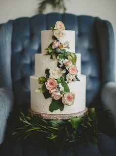 flower garland cake