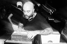 #dj #djNello #club #music #disco #lovemusic #friends #peoples #saturdaynight #turntablism #housemusic #allnightlong #records #oldschool #love #passion #housedelight #musicpeople #highlife #groove #djperformance #vinyl #turntables #onlyvinyl by nellorubino