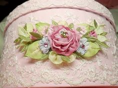 fabric flowers on lace hat box? Ribbon Art, Ribbon Crafts, Flower Crafts, Diy Crafts, Craft Flowers, Rose Embroidery, Silk Ribbon Embroidery, Embroidery Thread, Rosa Pink