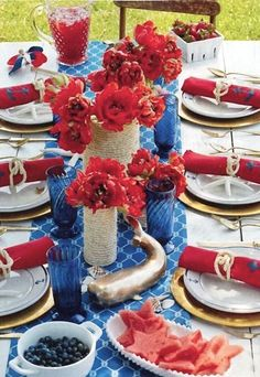 Red, White & Blue tablescape / jute wrapped vases