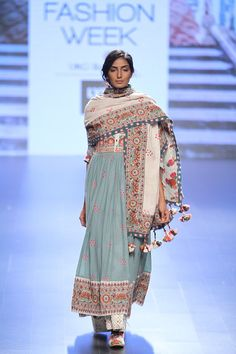 At Lakme Fashion Week along with some chic LFY smart phones, we saw a lot of ethnic Indian outfits. Designers Anita Dongre,Anushree Reddy's,Payal Singhal,Vrisa by Rahul N Shikha and Jayanti Reddy came up with most gorgeous ethnic wear. Jakarta Fashion Week, India Fashion Week, Milano Fashion Week, Lakme Fashion Week, Tokyo Fashion, Runway Fashion, Fashion Fashion, Bridal Fashion, Street Fashion