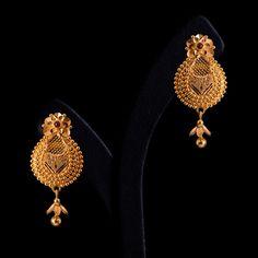 Indian Jewelry Earrings, Gold Jhumka Earrings, Jewelry Design Earrings, Gold Earrings Designs, Antique Earrings, Beaded Necklace, Gold Jewelry Simple, Gold Rings Jewelry, Coral Jewelry