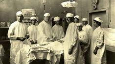 O hospital de NY que já enfrentou febre amarela cólera Aids ebola e agora coronavírus Vintage Nurse, Vintage Medical, Early Onset Dementia, Dementia Diagnosis, Bellevue Hospital, Medical Photos, Old Hospital, Medical Illustration, Medical History