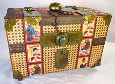 How cool is this box! Traveling watch box